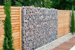 Забор из габионов и доски