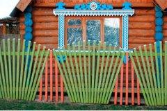 Забор из штакетника в форме веера