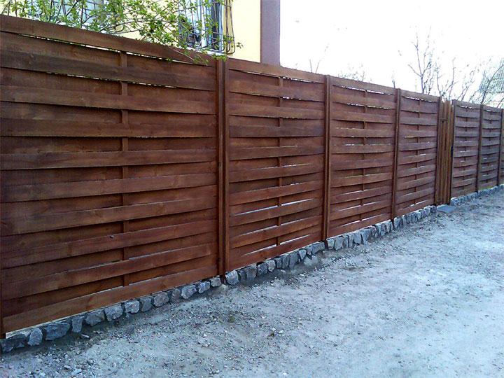 Вертикальный забор из доски