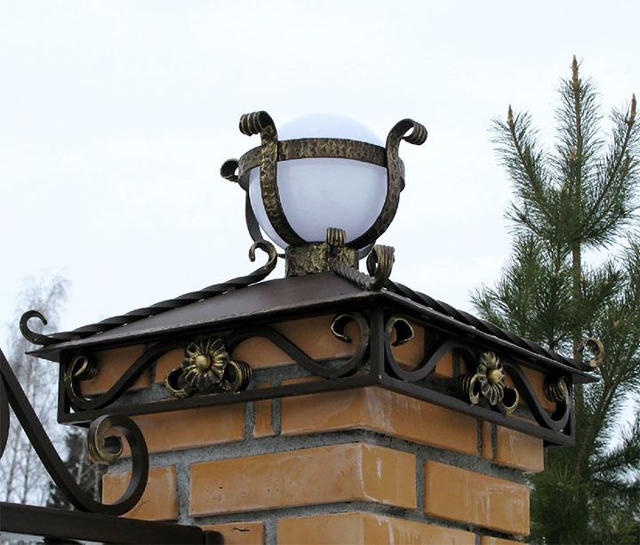 Кованый колпак с фонарем