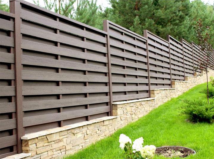 Ступенчатый деревянный забор