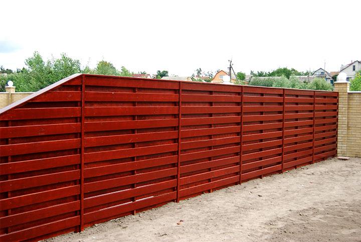 Горизонтальной забор из дерева