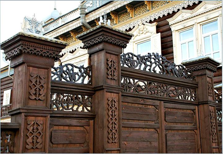 Ворота декорированные резьбой
