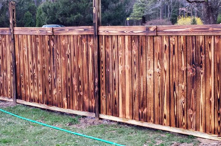 Забор из обожженной доски