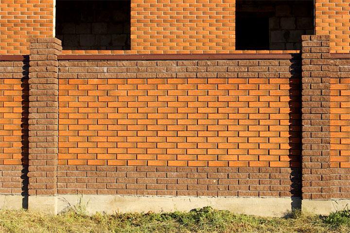 Забор из кирпича двух видов