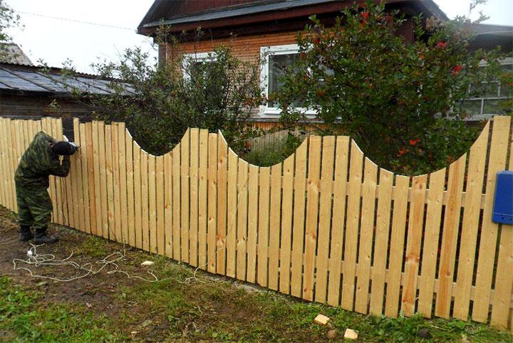 Готовый забор на даче