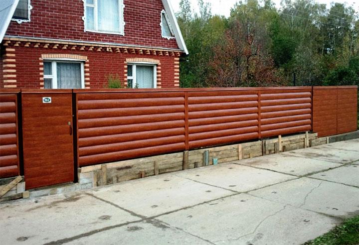 Ограда из металлосайдинга