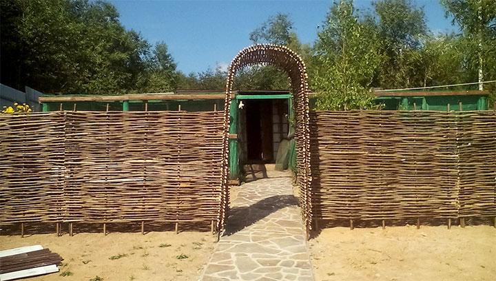 Плетенная изгородь для дачи