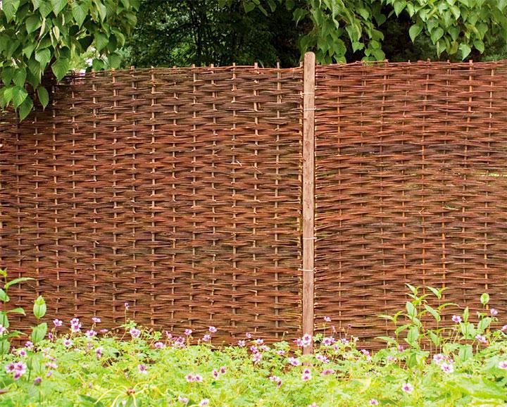 Плетенный забор из лозы