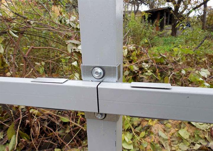 Способ крепления лаг к заборным столбам