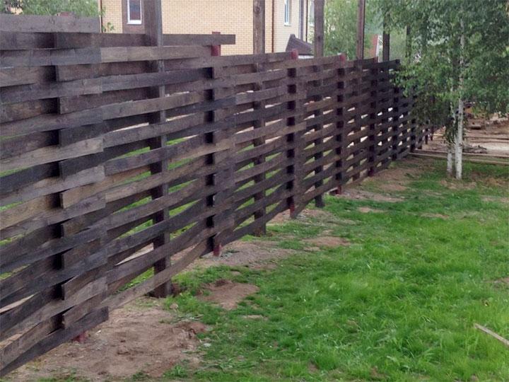 Забор из досок для частного дома