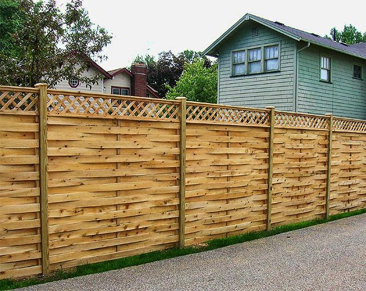 Забор из переплетенных досок