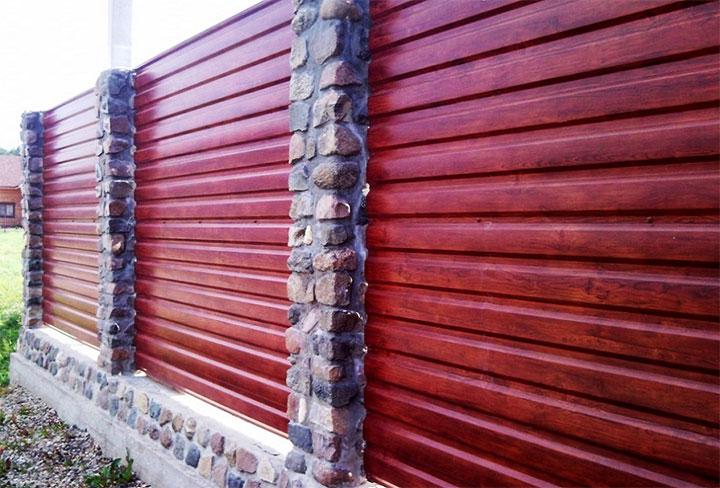 Забор с горизонтальными секциями