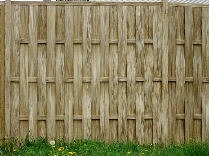 Забор с вертикальным расположением досок