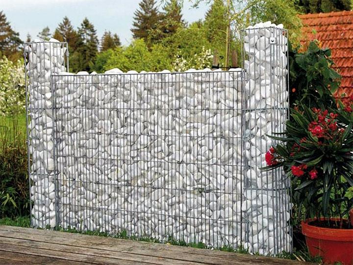 Декоративная сетка с камнями в ландшафтном дизайне
