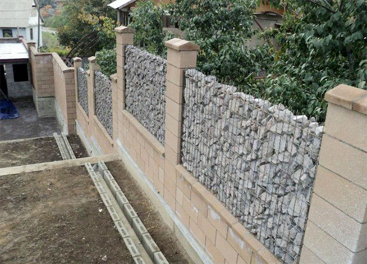 Комбинированный забор для частного дома