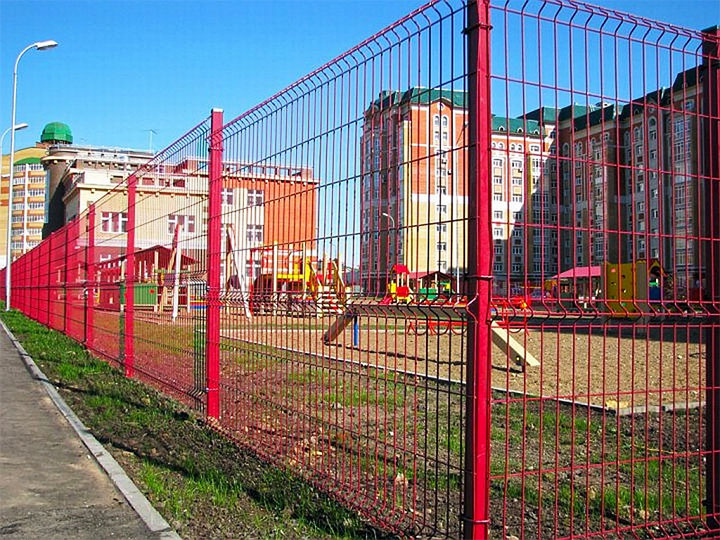Ограждение из сетки для детской площадки