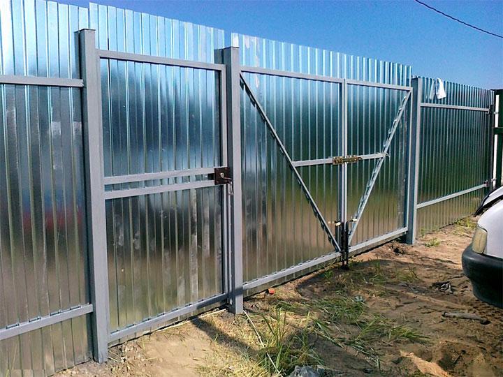 Забор и ворота из оцинкованного металла