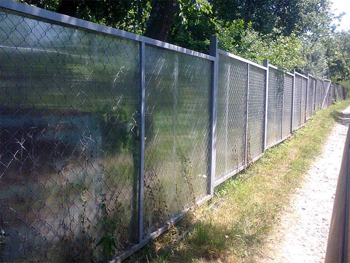 Забор из сетки-рабицы и поликарбоната