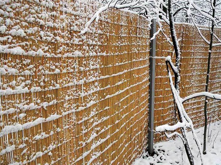 Забор в деревенском стиле