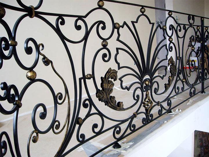 Металлическая ограда в стиле рококо