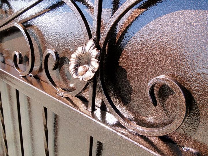 Забор окрашенный молотковой краской