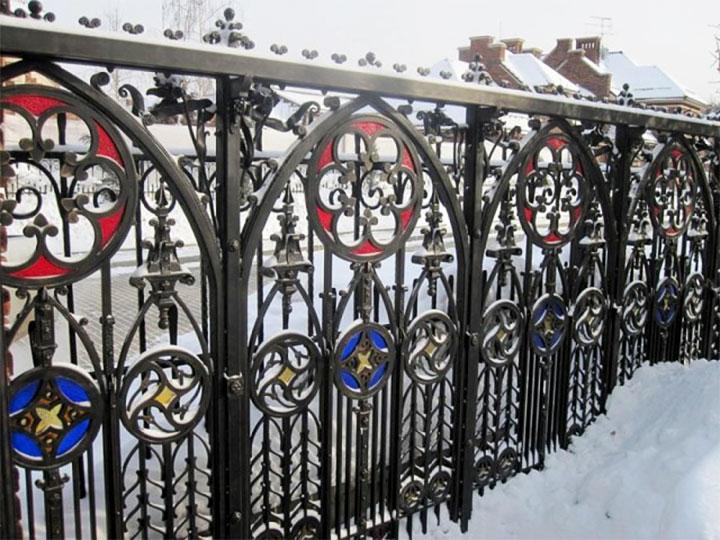 Забор в готическом стиле