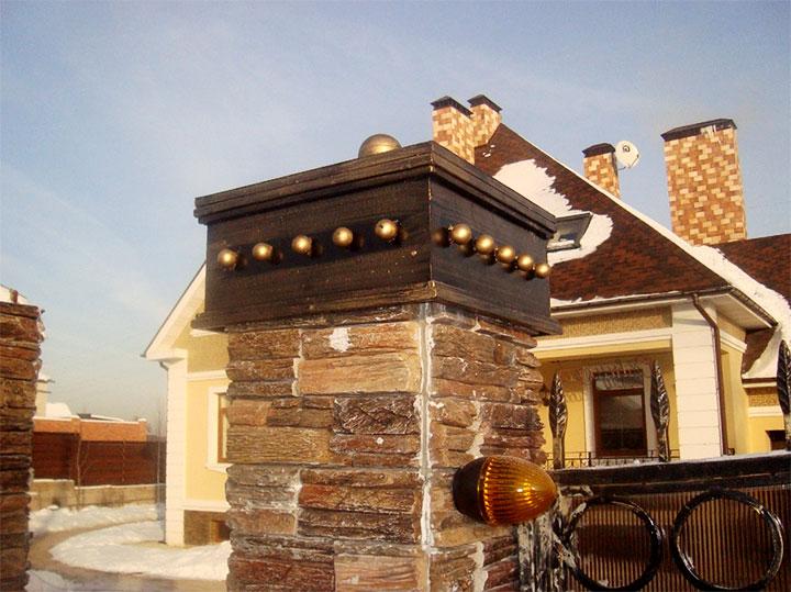 Декоративная крышка для заборного столба