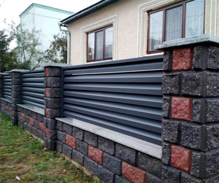 Капитальный забор для загородного дома