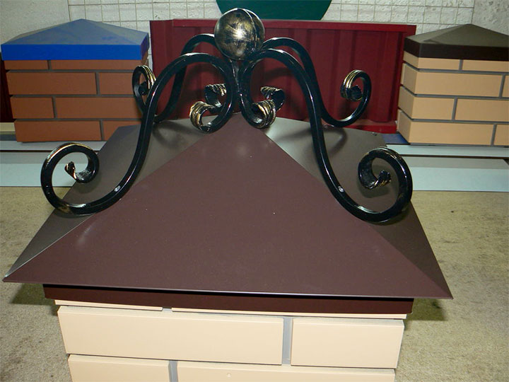 Крышка для столба из тонколистового металла с ковкой