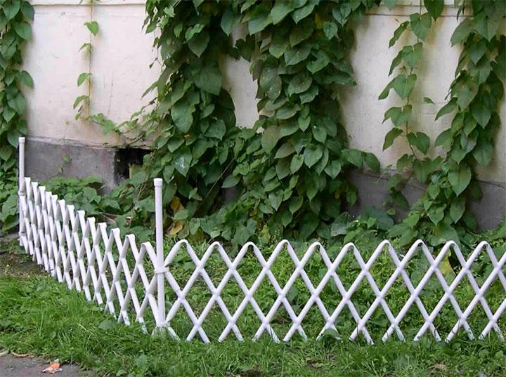 Изгородь клумбы из пвх труб