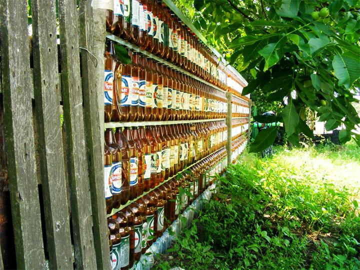 Ограда из пластиковой тары