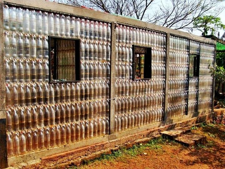 Сооружение из пластиковых бутылок