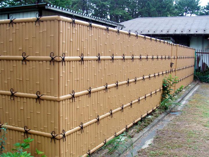 Забор из пвх-панелей с имитацией бамбука