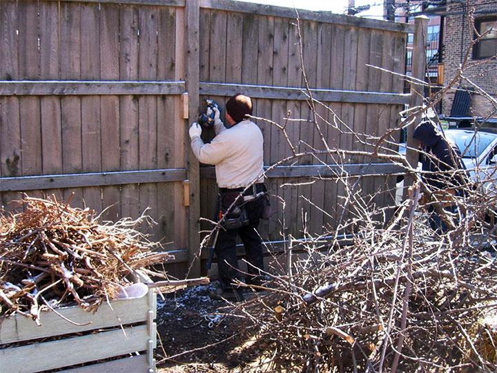 Демонтаж ограды из дерева