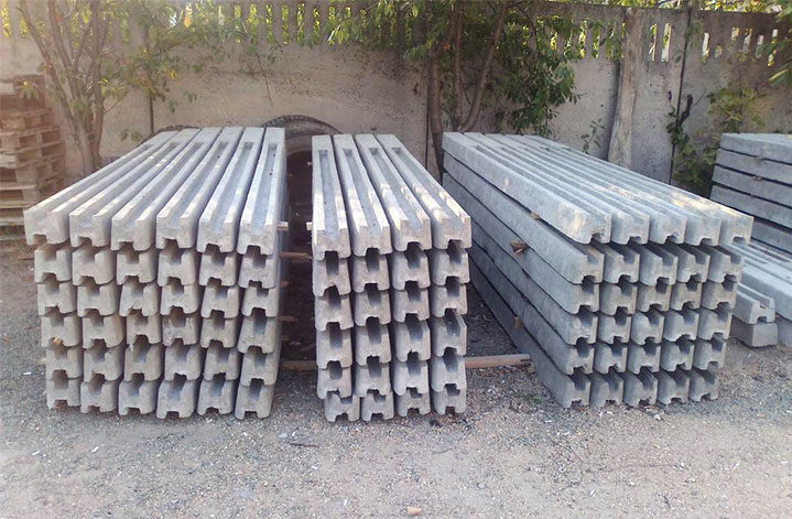 Столбы из бетона с продольными пазами