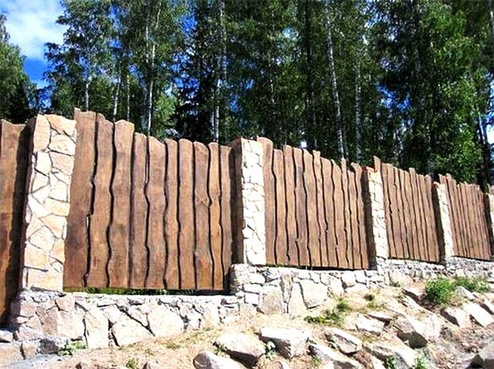 Комбинированный забор из доски и камня