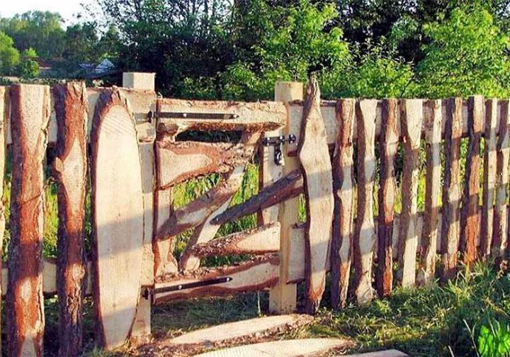 Ограда и калитка в деревенском стиле
