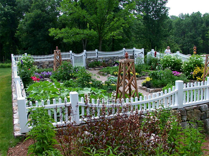Небольшой садик для частной усадьбы