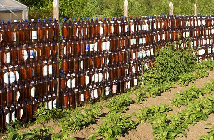 Ограда из пластиковых бутылок
