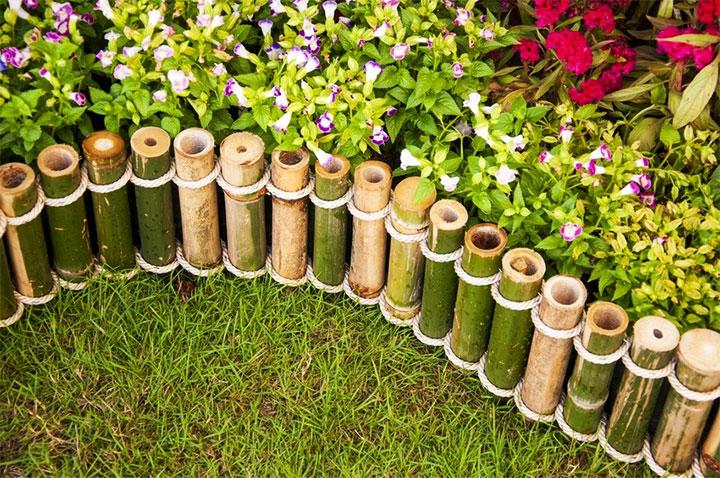 Оградка для клумбы из бамбука