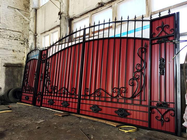Ворота и калитка из профнастила с ковкой