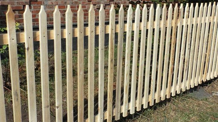 Ограда из штакетника