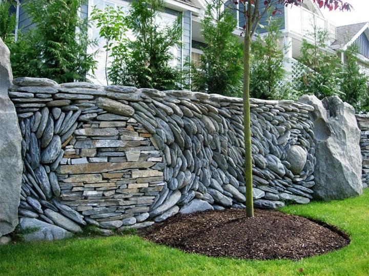 Оригинальный забор из камня