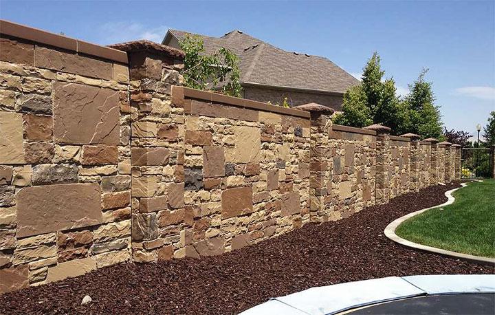 Забор из камня для частного дома