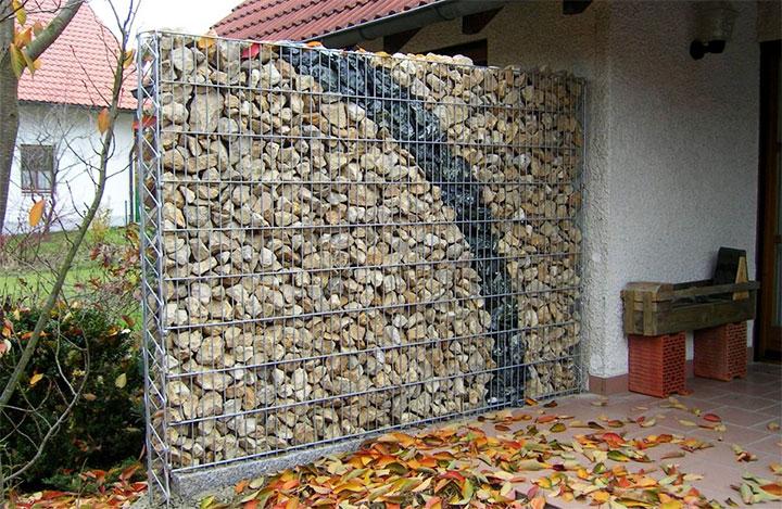 Декорирование двора габионом