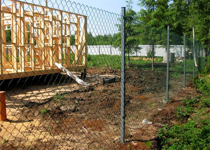 Дешевый забор из сетки-рабицы