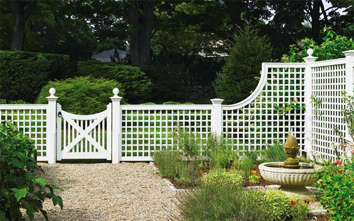 Белый забор из решетки