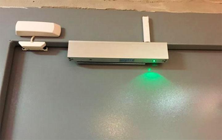 Магнитное запорное устройство с датчиками Холла