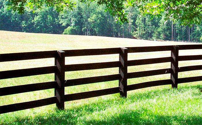Ограждение поля забором